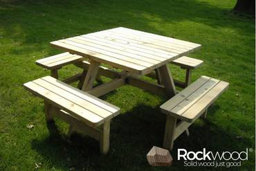 https://afbeelding.rockwoodpicknicktafels.be/images/outdoor/404/Rockwood_Picknicktafels_Picknicktafel_Vierkant-1_klein.jpg
