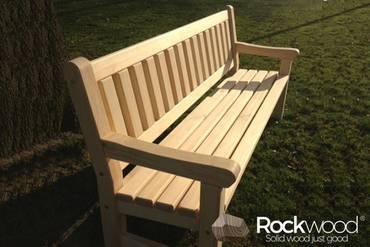 https://afbeelding.rockwoodpicknicktafels.be/images/outdoor/520200/Rockwood_Tuinsets_Tuinbank_Massief_Grenen-1_klein.jpg