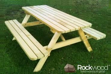 https://afbeelding.rockwoodpicknicktafels.be/images/outdoor/820/Rockwood_Picknicktafel_Picknicktafel_Massief_Grenen-1_klein.jpg